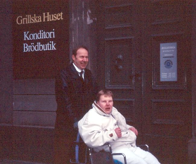 Gunnar med sin pappa runt 1986